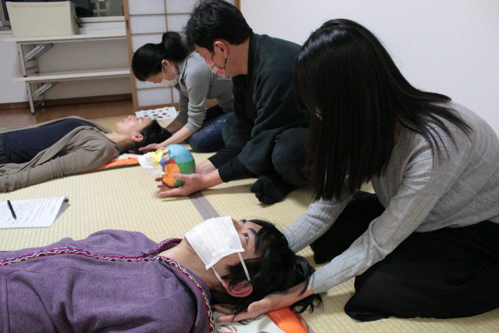 後頭骨静圧法の実習
