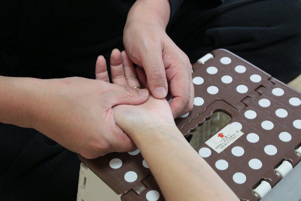 手根骨の調整法