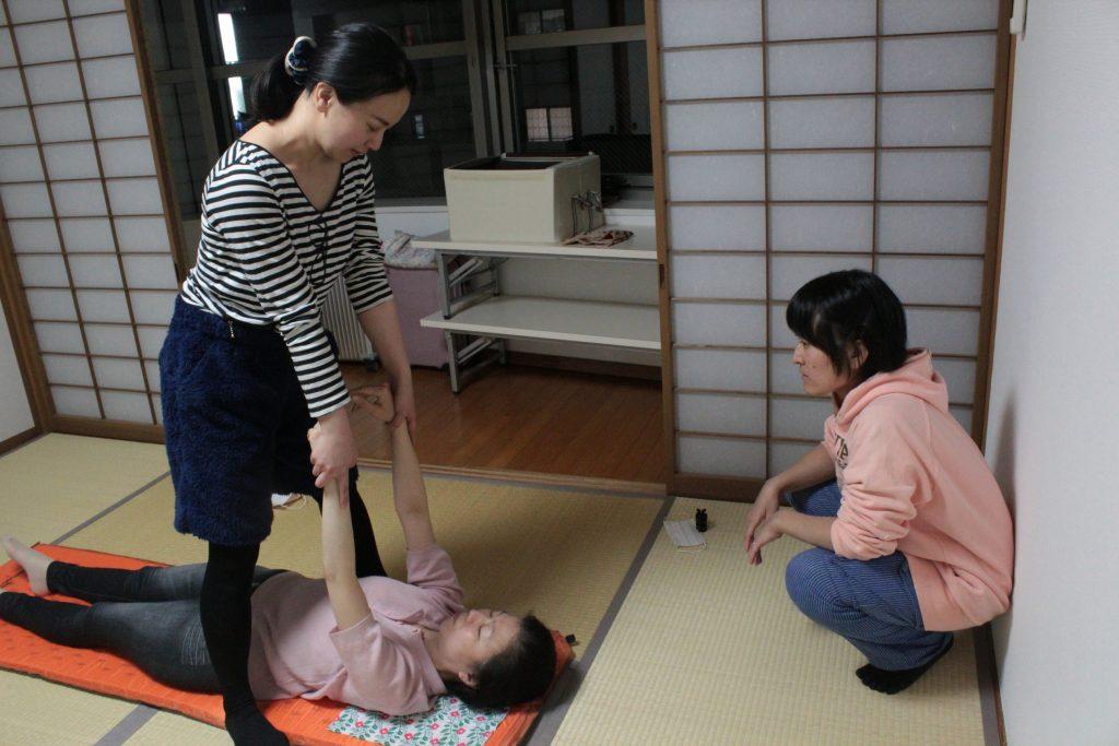 なつ紀先生、肩部可動法指導