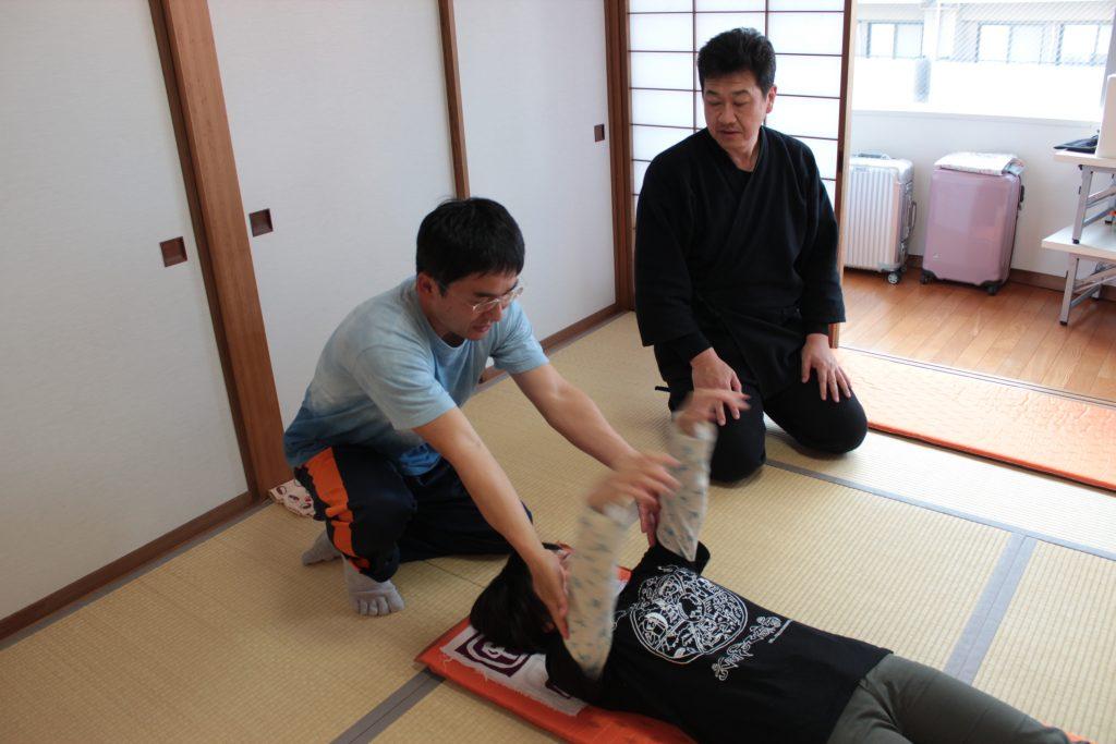 洲貝先生、基幹操法、拳上検査