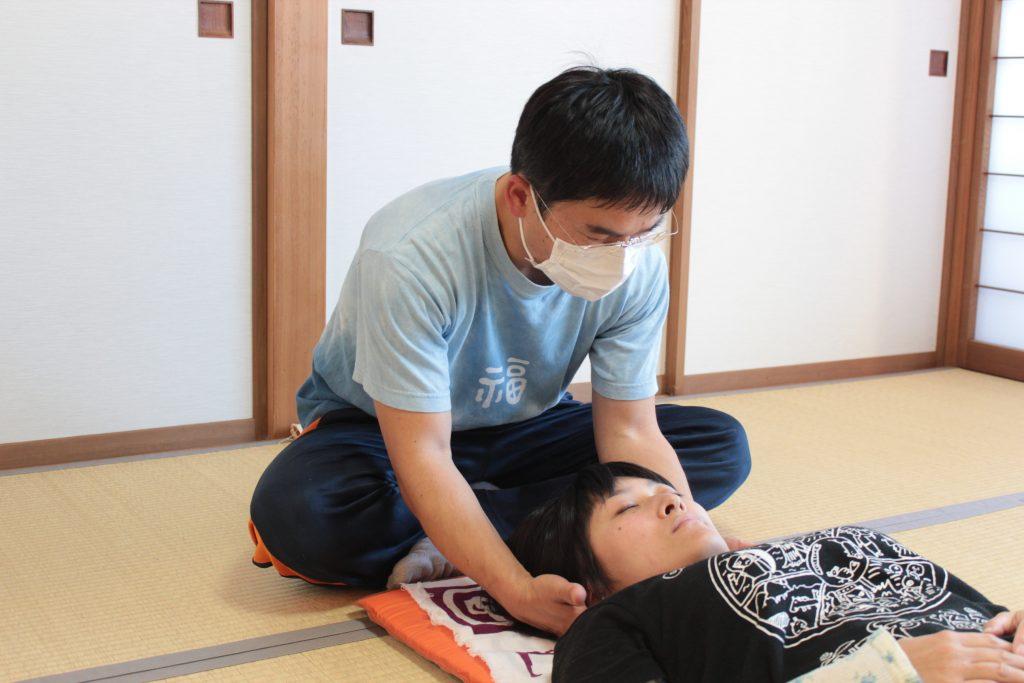 洲貝先生、頸部弛緩法