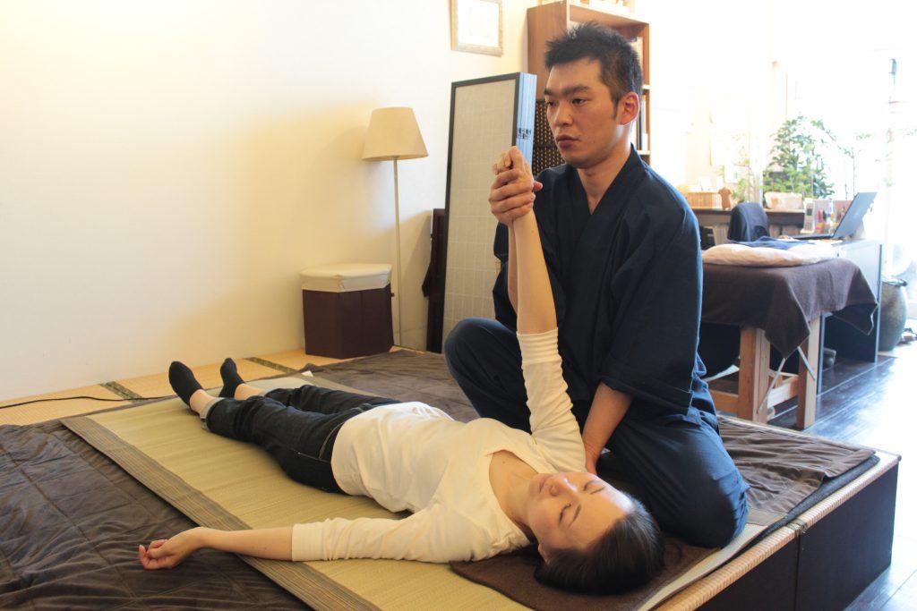 佐野先生、上腕回転弛緩法