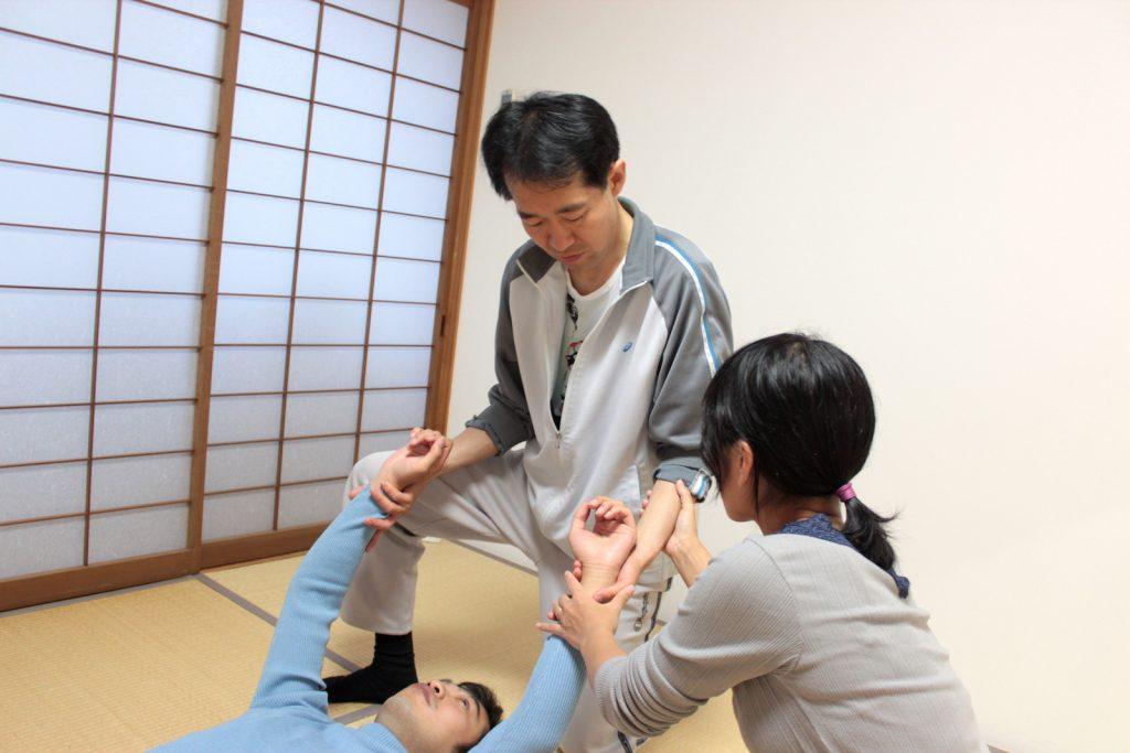 基礎講座(1)施術指導(條川先生)