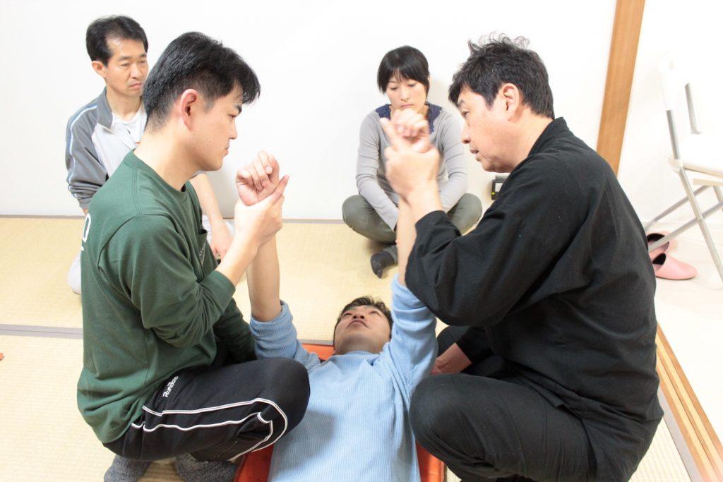 基礎講座(1)施術指導(山野先生)